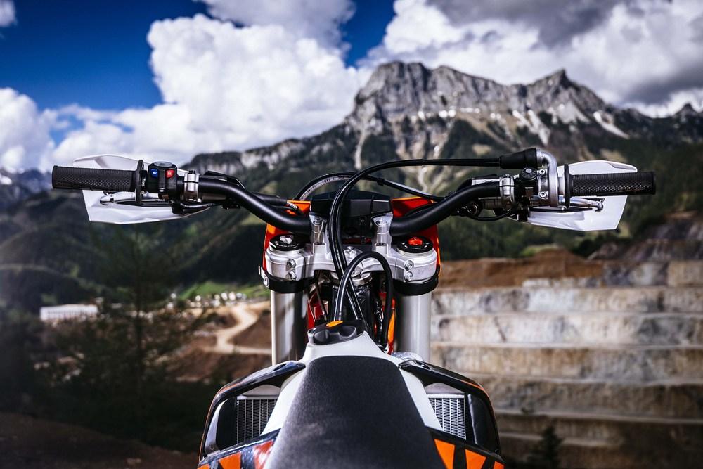 2018-KTM-250-300-EXC-TPI-dirt-bike193.jpg