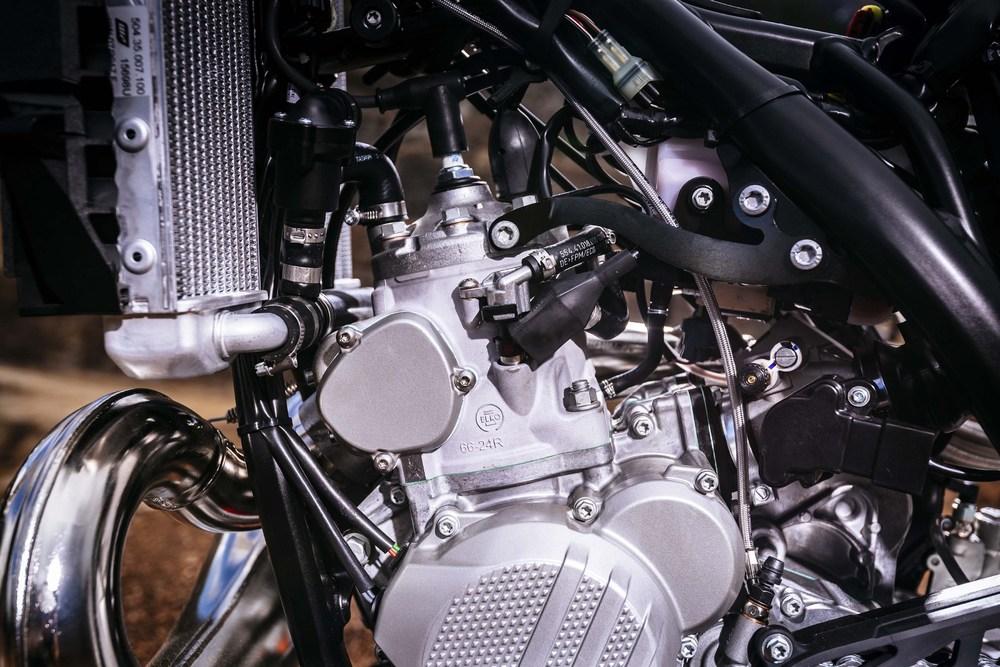 2018-KTM-250-300-EXC-TPI-dirt-bike197.jpg