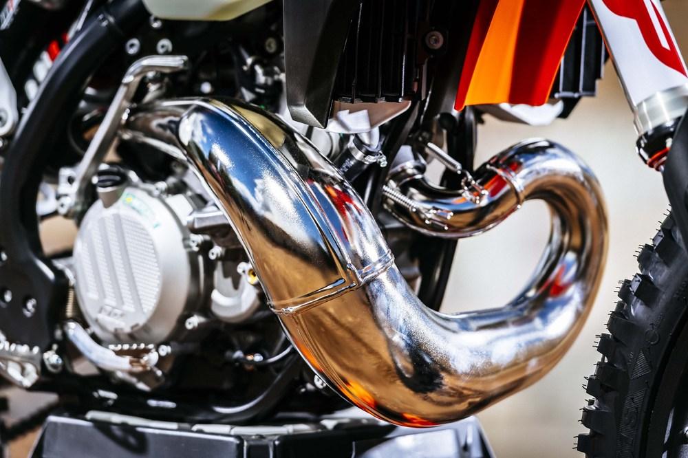 2018-KTM-250-300-EXC-TPI-dirt-bike270.jpg