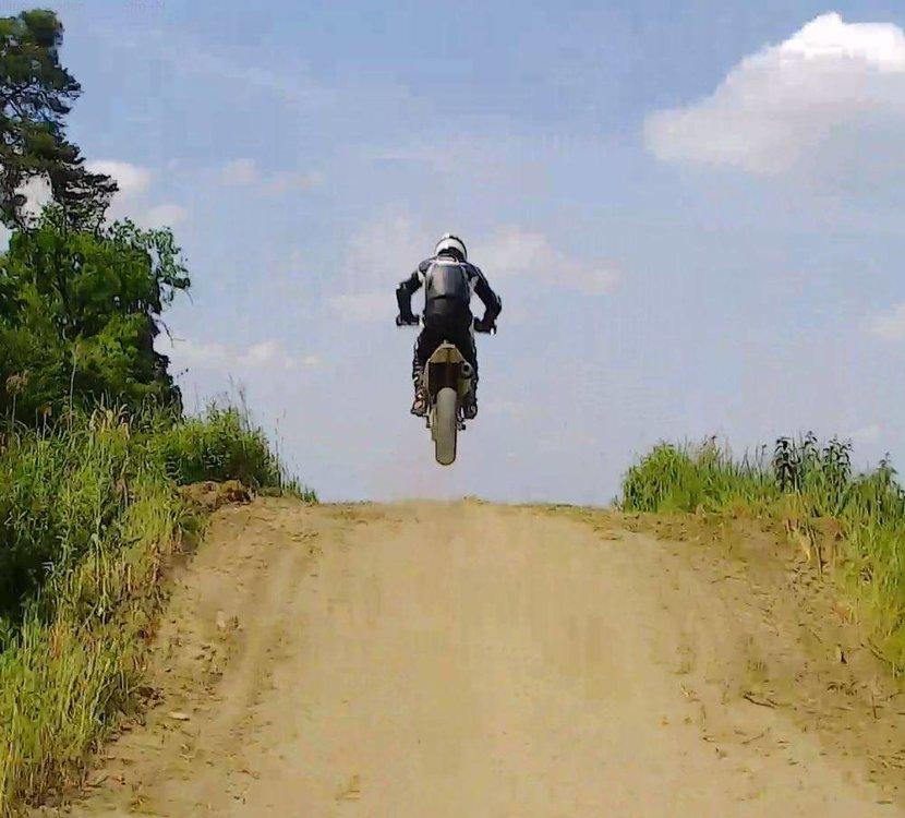 Uwe_jump.thumb.jpg.997568e44f95f5045e7840d3ee70bce6.jpg