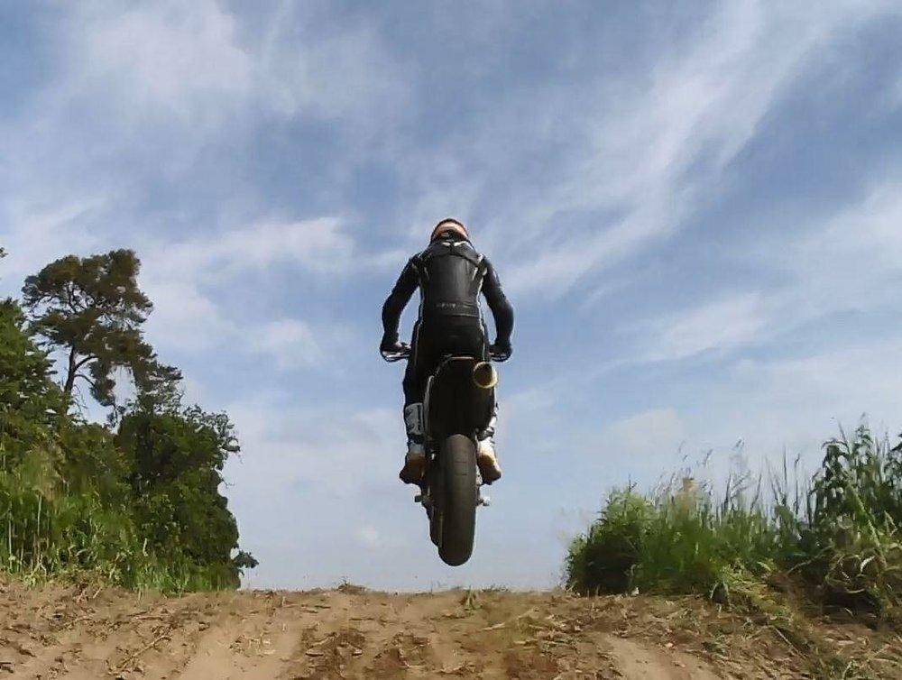 erik_jump.thumb.jpg.211f1f1c32b3a2898632f05ccceed423.jpg