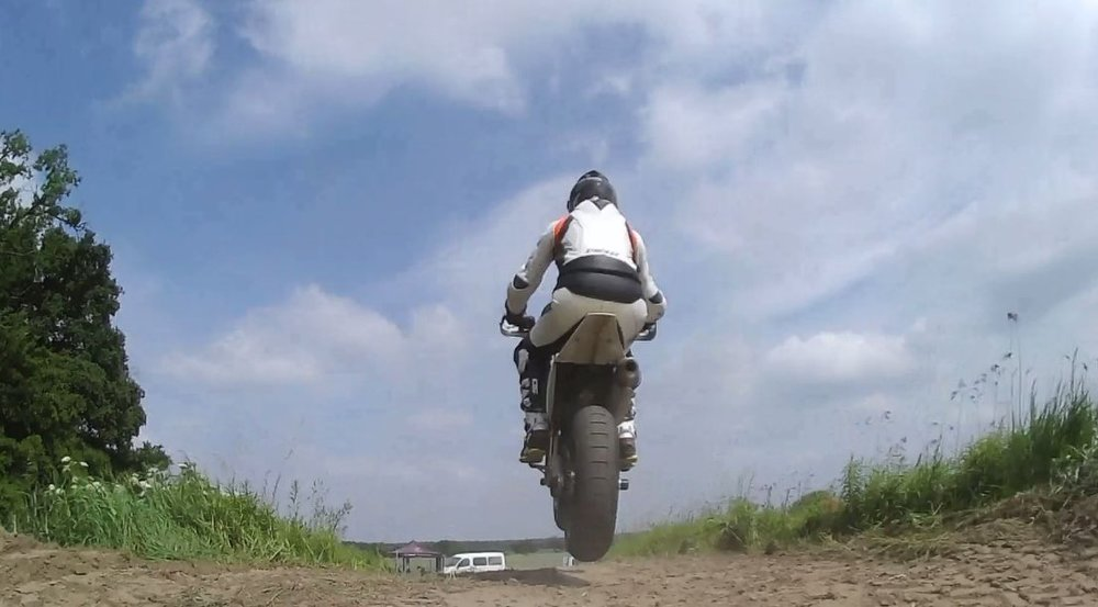 me_jump.thumb.jpg.7d8470dc2cea97c1868acb902c59a23e.jpg