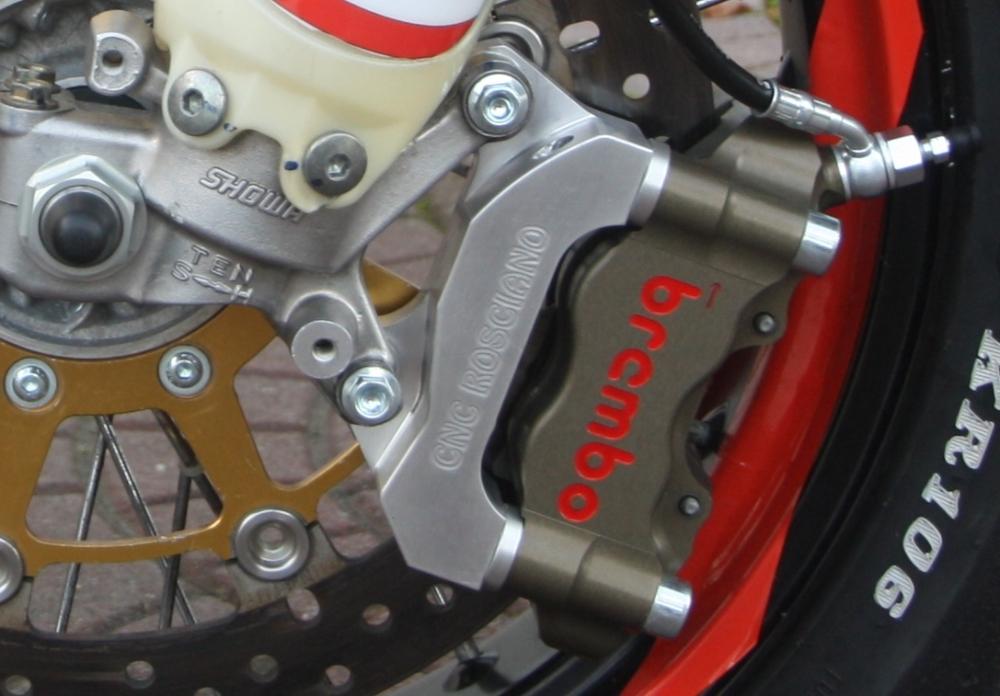 supporto-pinza-radiale-per-yamaha-motard.jpg.png